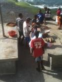 Santo Antao - Fisch wird gewogen und verteilt. So manche(r) geht hier leer aus