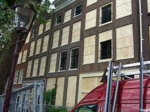 Brett vorm Fenster - die neue Mode in Amsterdam?