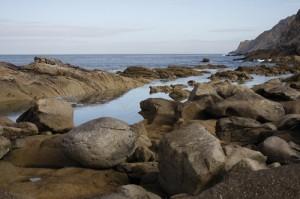 Die Meerseite der Islas des Cies - die Felsen beeindrucken uns sehr