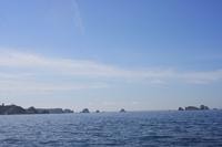 Die letzten Felsen der Bucht von Brest - dahinter erwartet uns die Biskaya