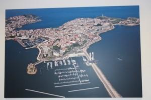 Luftaufnahme von A Coruna mit der Marina im Vordergrund