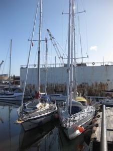 Seite an Seite mit der Kama am Steg von Tagus-Yachtcenter