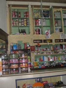 Ein kleiner Laden mitten in Cadiz - das Mobilar hat die Zeit gut ueberstanden