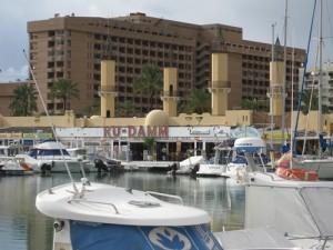 Verfahren? Nein, der Ku-damm liegt auch in Fuengirola, direkt am Yachthafen!