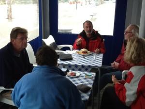 'Die Deutsche Klugscheisser-Stammtisch'(O-Ton Eric) trifft sich in der Marina-Bar