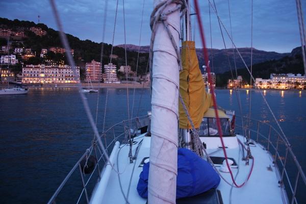 Naja vor Anker in der Bucht von Puerto de Soller