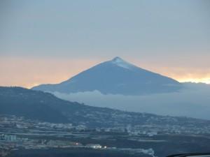 Der Teide - schneebedeckt aber wolkenfrei (noch)