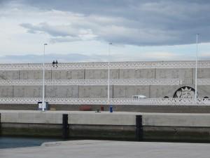Imposante Hafenmauer von Garchico