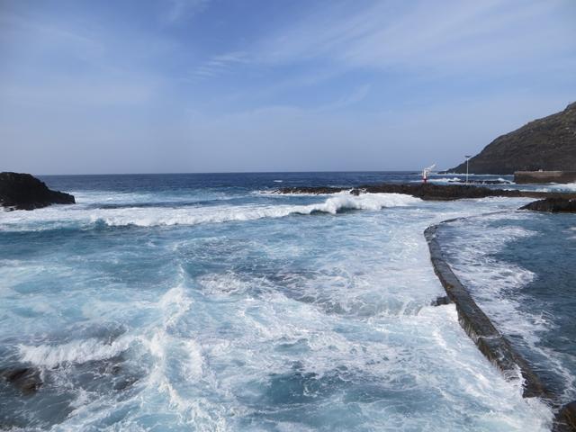 Wellenbad - im wahrsten Sinne des Wortes. Nur heute badet hier niemand, in den Naturschwimmbecken von El Pris
