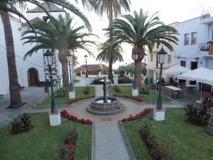 San Andres - Platz neben der Kirche noch mit weihnachtlicher Deko