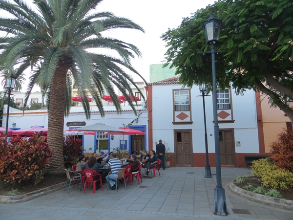 Detlev sondiert schon mal das Angebot der Speisekarte - San Andres