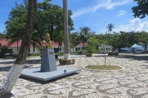 Bronzekoeppe vorm Marinestuetzpunkt