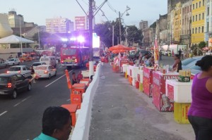 Bierstaende a la Salvador - noch fahren hier die Autos entlang, andere Bereiche sind bereits gesperrt