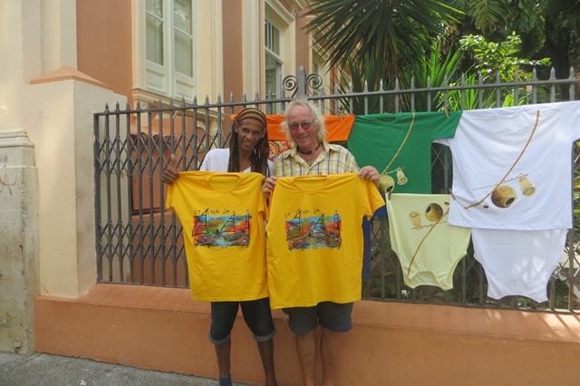 Original Naja-Shirts aus Salvador do Bahia