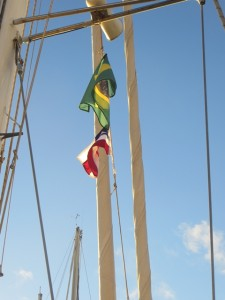 Ab heute weht auch die Bahia-Flagge unter unserer Saling