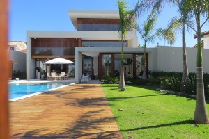 Traumhaus an der Waterfront von Itaparica - kamerüberwacht und mit hohem Zaun gesichert