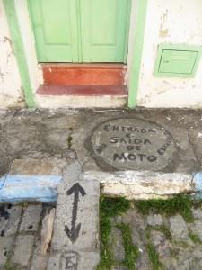 Einfahrt fuer Mopeds .....
