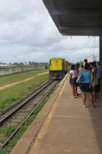 Der Zug faehrt ein