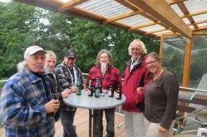 Vatertag - bei noch frischen Temperaturen Stehempfang auf Heiners Terrasse