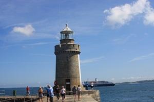 Markant - Leuchtfeuer auf der Hafenmole von St. Peter Port, Guernsey