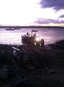 """Abendliche """"Schlammschlacht"""" - die Boote des Yate-Club werden an Land gezogen"""