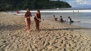 Am Strand von Maracas - Bocciaspiel nach dem ausgiebigen Regen