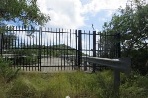 Tor zur Brücke nach Hog-Island - wegen Renovierung dauerhaft geschlossen