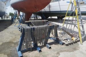 Ankerkette reinigen - sehr kommunikativ, sorgt fuer reichlich Gespraechsstoff mit anderen Yachties