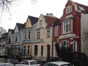Bunte Reihenhausfassaden in Bremen-Schwachhausen