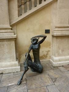 Weitblickender Faun - a bisserl deppert ist nur, dass er von Mauern umzingelt ist ...