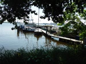 Steganlage im Emder Hafen - hier fand naja bei ihrer Ankunft 2002 ein erstes Asyl
