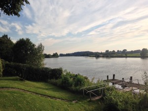 Weserlust mit Blick auf die Weser und eigenem Anlegesteg