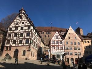 Blick auf die Burg vom Dürer-Platz aus.