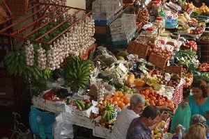 Erlebnis fuer die Sinne auf dem Markt in Funchal.JPG
